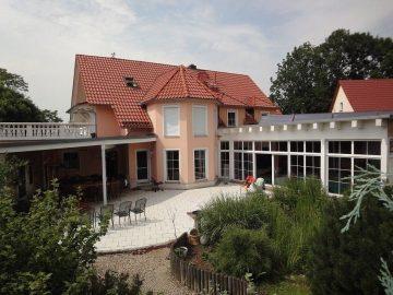 Repräsentative Villa mit Innenpool und Wellnessbereich nahe Dresden, 01723 Wilsdruff, Villa